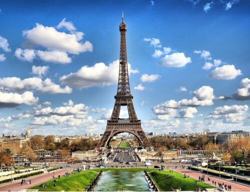 Francia, via alla tassa sui colossi digitali